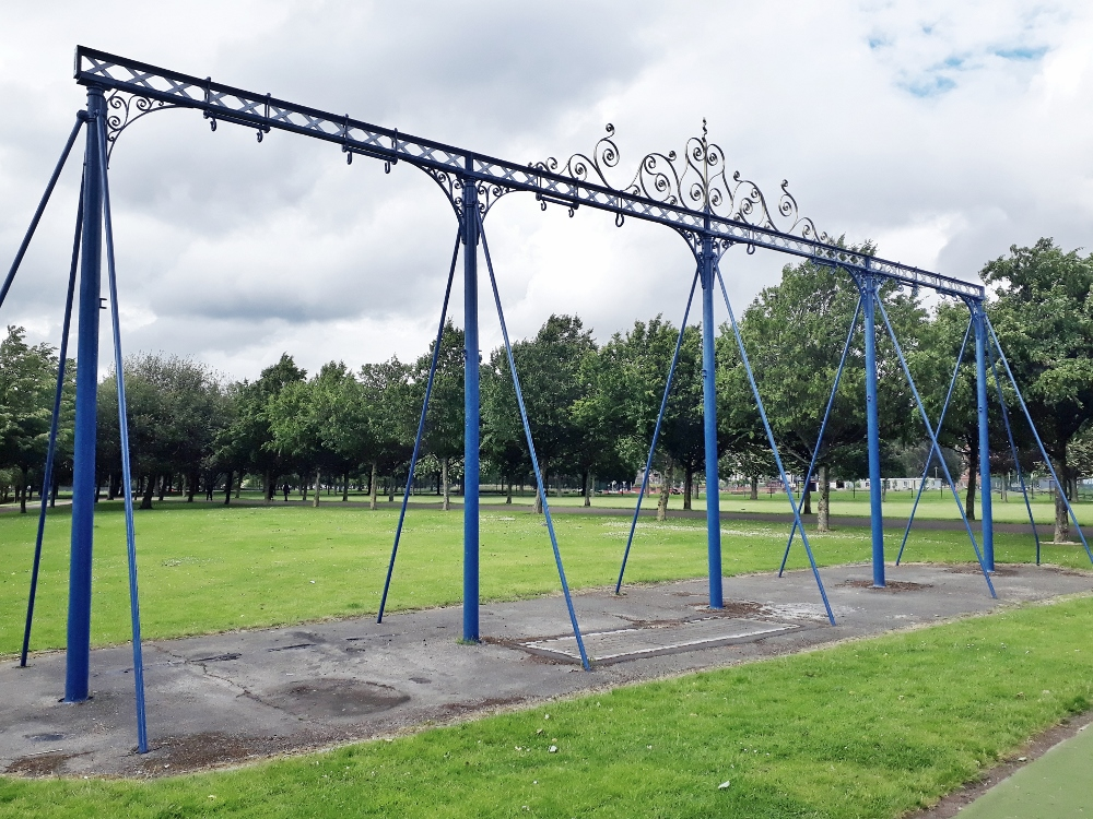 Glasgow Green Park Blue Swingset