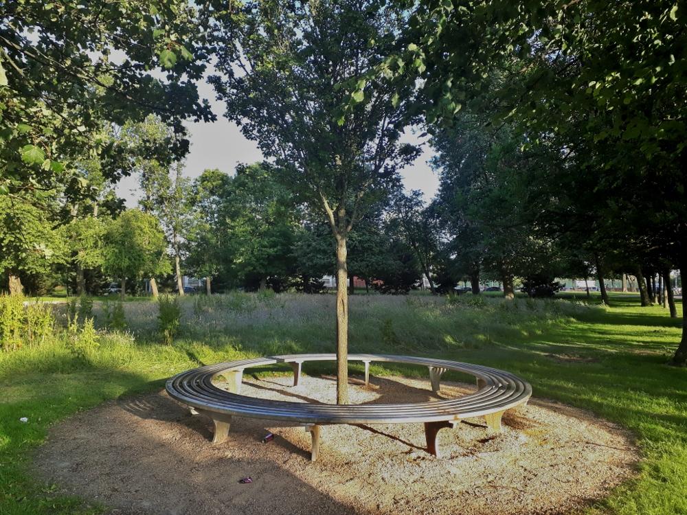 round seat glasgow green park
